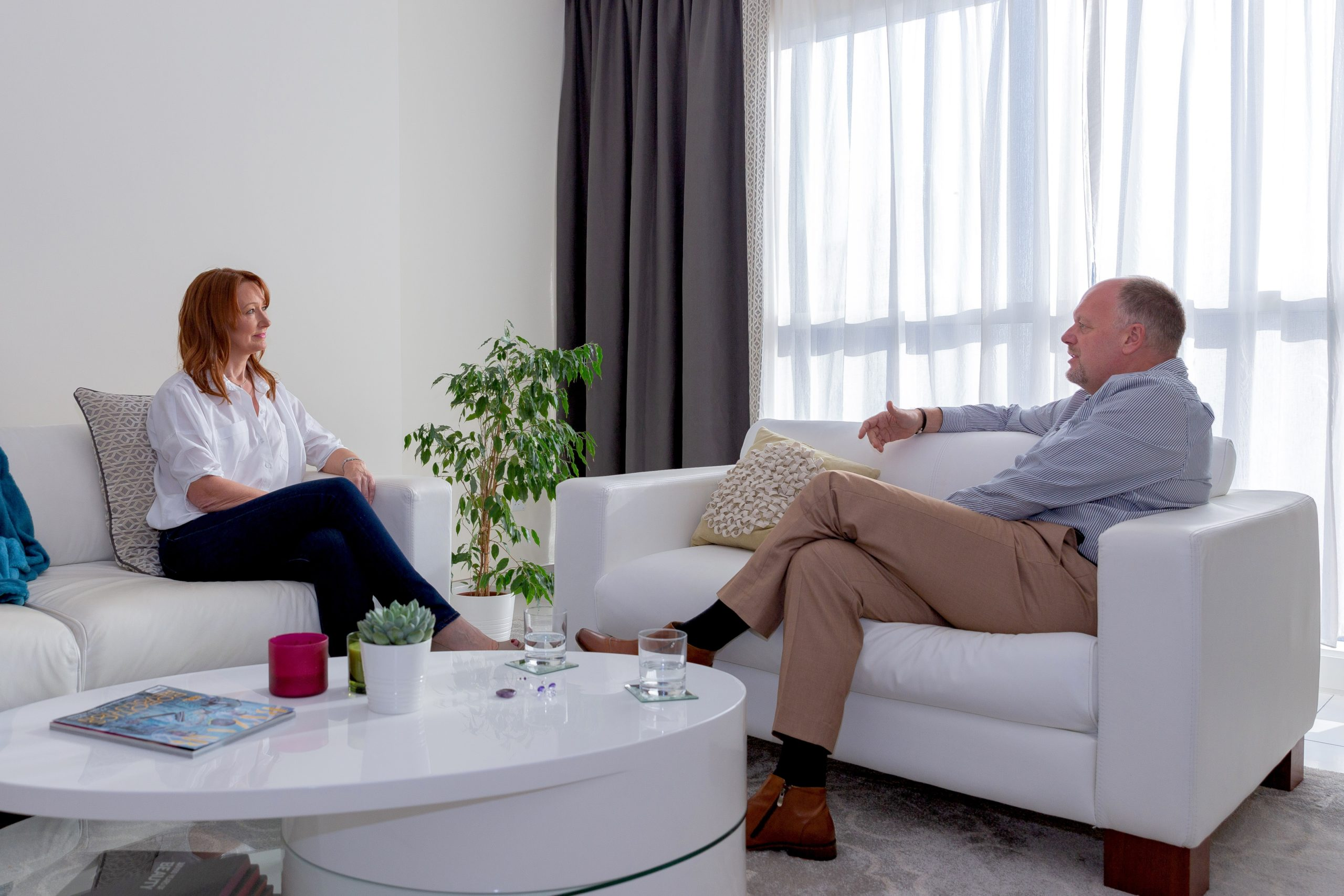 discussing your life with a coach - Dubai